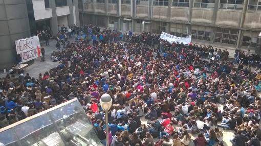 #M17Altxa-n ikasleriak San Mamesen okupatu zuen desalojoa salatzeko